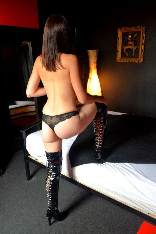 PRIVE-MASSAGES-Ma�tresse Nadia-2